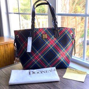 🌺HP🌺 Dooney & Bourke Large Tartan Shopper Bag!!